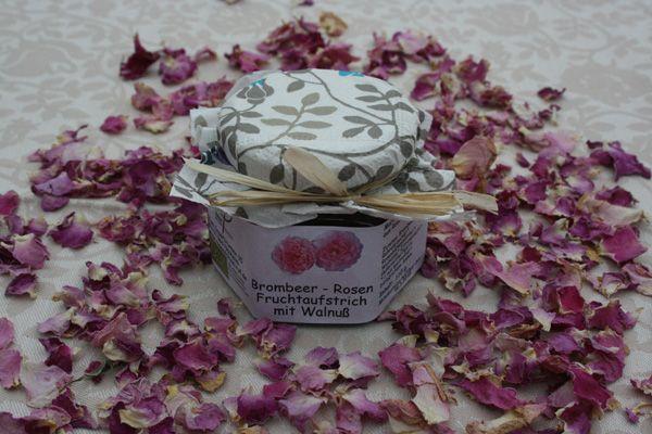 brombeer rosen fruchtaufstrich mit walnu rosenschule ruf. Black Bedroom Furniture Sets. Home Design Ideas
